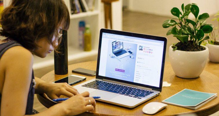 Gestionar el trabajo desde casa gracias a las oficinas virtuales